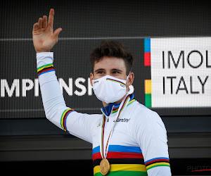 Wereldkampioen Ganna maakt het ook waar in gevaarlijke Giro-tijdrit, Geraint Thomas doet al gouden zaken