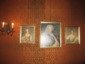 Photo: Sala Czterech Pór Roku. Stanisław Leszczyński ze swoimi córkami - Marią, późniejszą królową Francji i  Anną, która zmarła w wieku 18 lat.