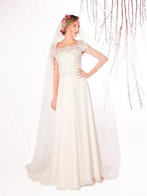 Robe de mariée fluide Eve en dentelle fine et en mousseline, avec un décolleté carré et des manches courtes, créateur raffiné et sobre