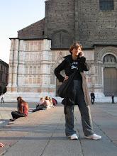 """Photo: Zum Glück kann ich Ludwin erreichen, den ich morgens bei Ducati als Guide für einen englischen Journalisten kennen gelernt hatte, und er zeigt mir """"sein"""" Bologna, wie es leibt und lebt."""