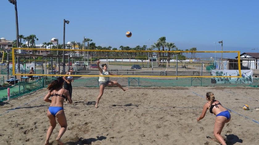 Vera estrena a lo grande su torneo de voley playa.