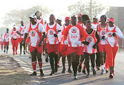 Katlehong Athletics Club members en masse on the road before the Covid-19 pandemic.