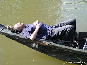 Photo: So entspannt kann Stocherkahnfahren sein.