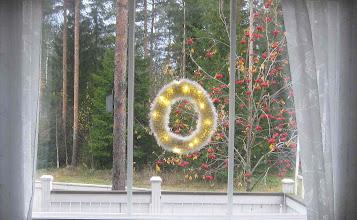 Photo: Valokranssi lahjaksi. Vuonna 2011 tein samalaisen omaan kotiin.