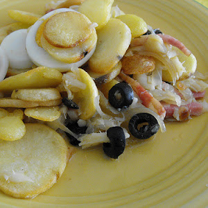Codfish with Onions and Fried Potatoes