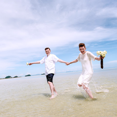 Wedding photographer Lara Korneeva (LaraKorneeva25). Photo of 10.01.2018