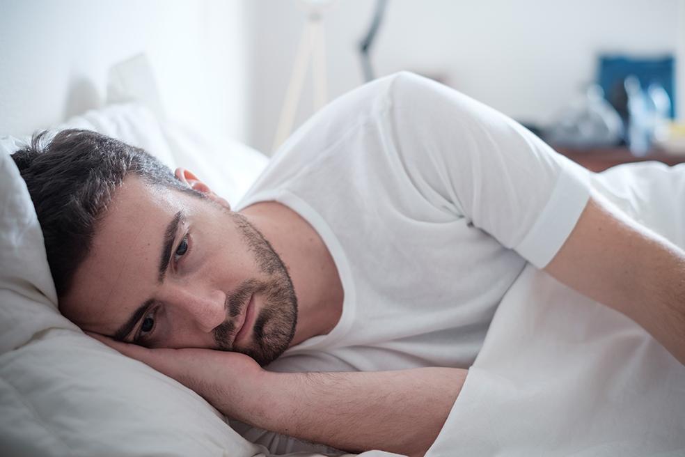 Resultado de imagem para pessoa dormindo mal