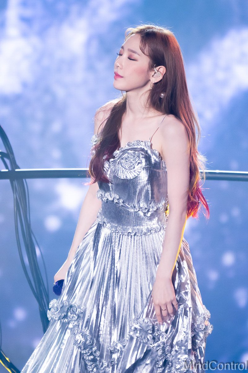 taeyeon gown 51
