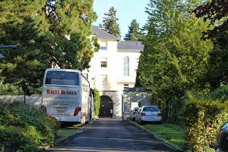 Photo: Thiefenthal indgang med bussen på sin plads