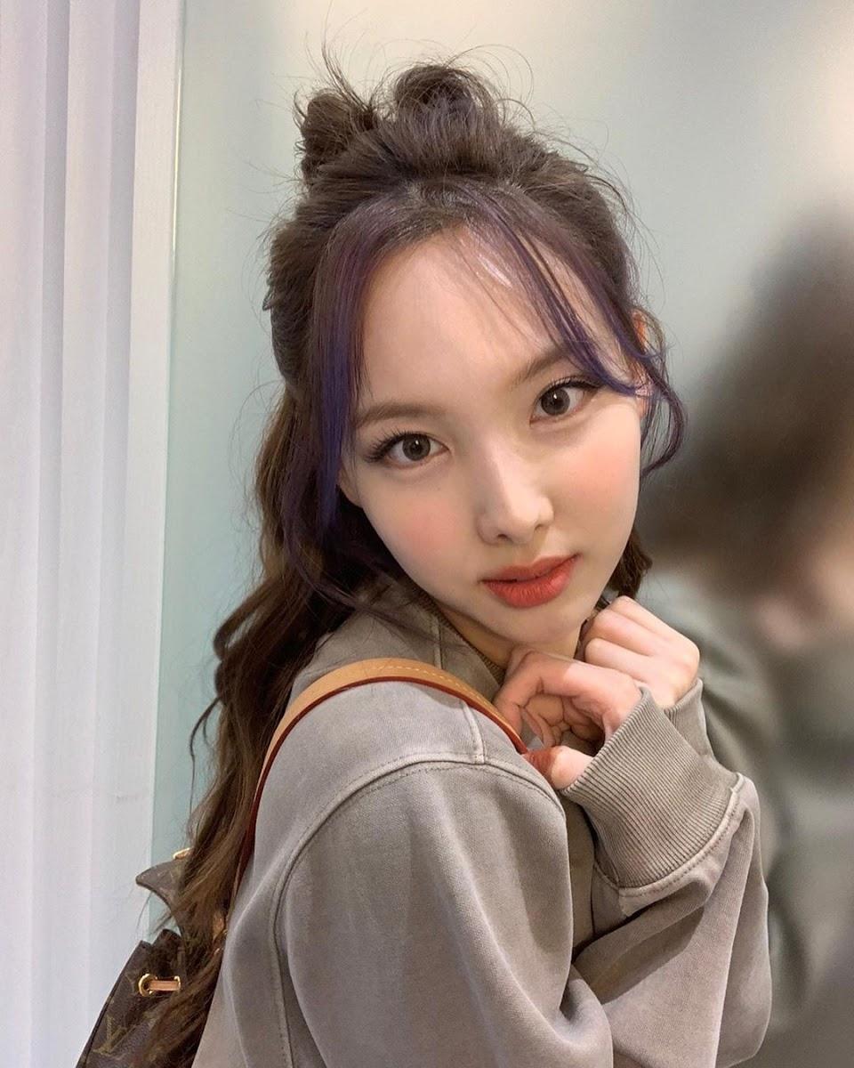 nayeon selfie