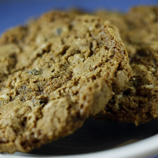 CORNER BAKERY CAFE'S OATMEAL CURRANT COOKIES Recipe