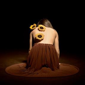 intima solitudine by Alex supertramp Bukowski - People Portraits of Women ( idea, concept, tone, mood, fine art, sunflower, intimity, solitude, photography, solitudine, red, lefotodialex, intimità, flowers, nikon )