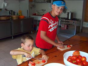 Photo: grandi e piccini con buoni pomodori