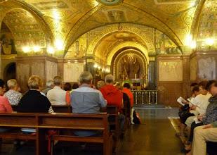 Photo: It.s2C55-141013Cassino, Abbaye, crypte basilique-cathédrale, célébrant, groupe, voûtes - Copie (2)  P1010502