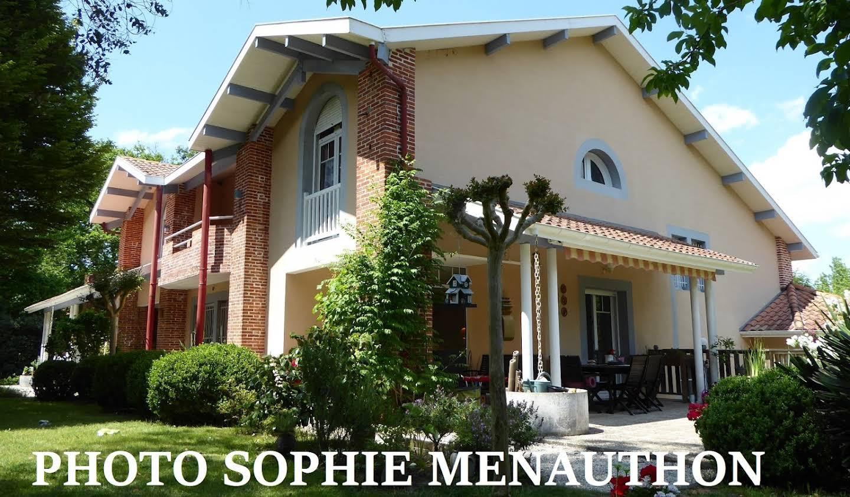 Maison avec piscine et terrasse Saint-Julien-en-Born