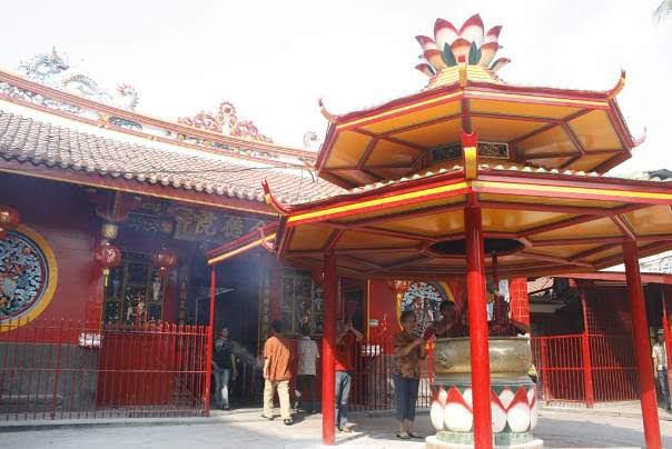 Jin De Yuan Front Worship