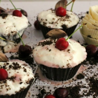 EDIBLE CHOCOLATE CUPS WITH LAYERS OF STRAWBERRY CREAM-CHEESE MOUSSE AND CREAM-CHEESE ICE-CREAM