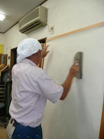 リビング羽田店主の仕事中の写真