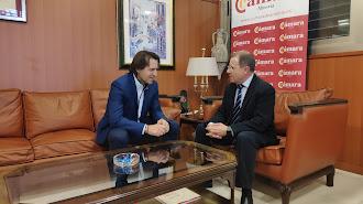 El diputado de Cs Rafael Burgos, con el presidente de la Cámara, Jerónimo Parra.