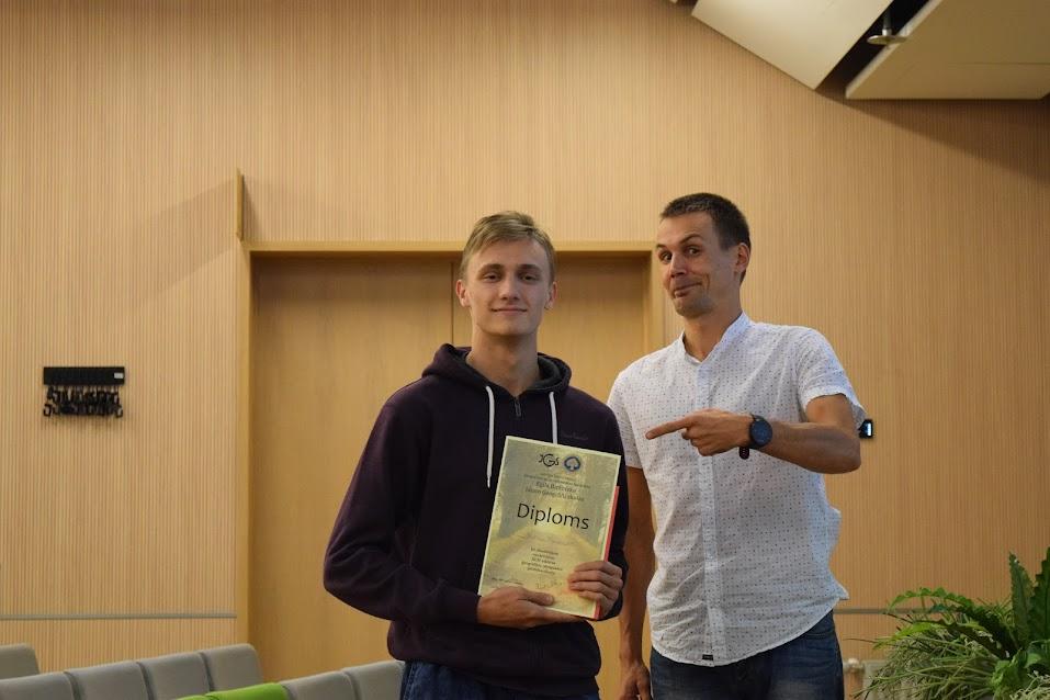 Priekšsacīkšu čempiona (papīra) josta - Matīsam Mirošņikovam.