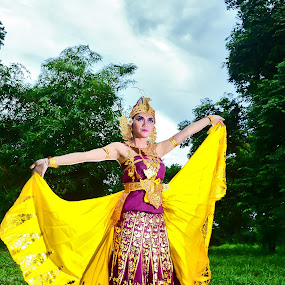 culture of indonesia by Jao Urode Zetsu - People Portraits of Women