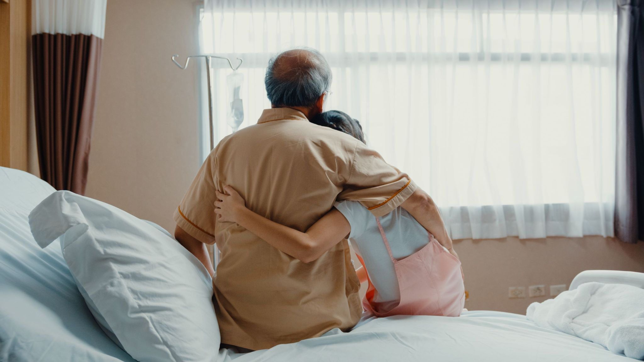grandfather-in-hospital-gets-hug-from-granddaughter