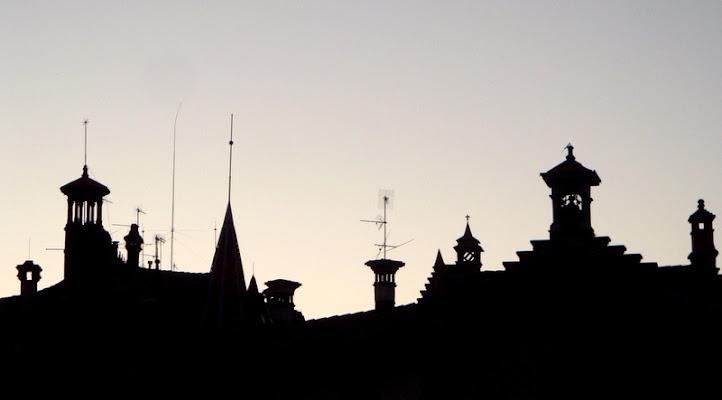 Tra l'antico e il moderno sui tetti di sera di clagia