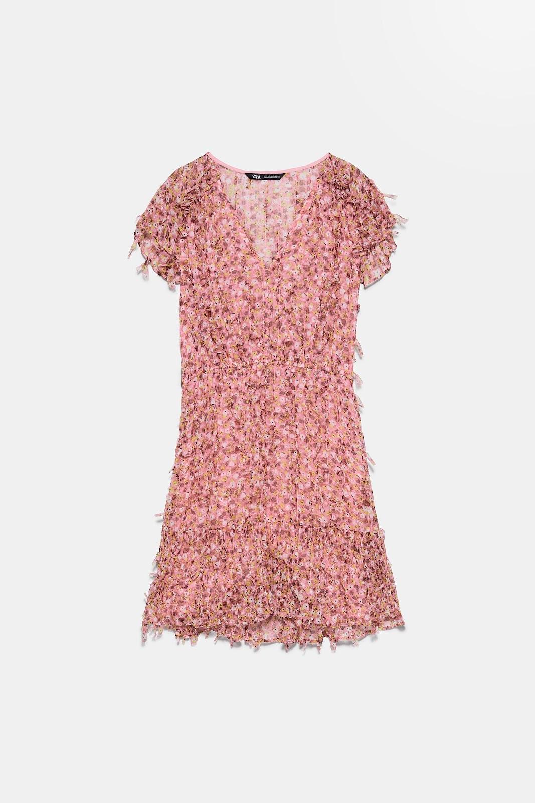 Imagen que contiene ropa, vestido, camiseta  Descripción generada automáticamente