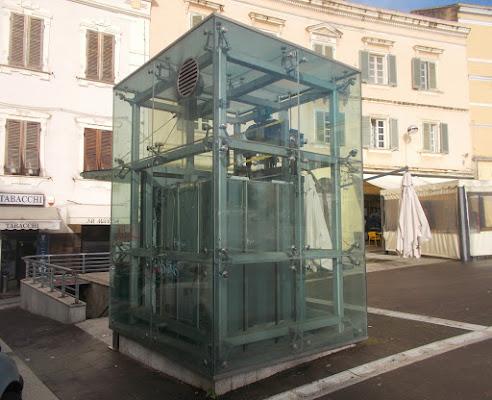 ascensore rivestto in vetro di Pretoriano