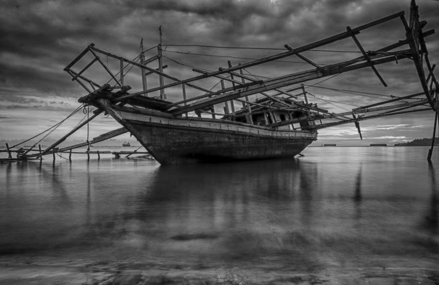 Big Boat by Vicky Mahendra - Black & White Objects & Still Life ( black and white, still life, photographer, big, boat, photography,  )