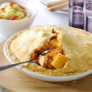 Hartige Taart Met Kip, Ananas En Een Bleekselderijsalade