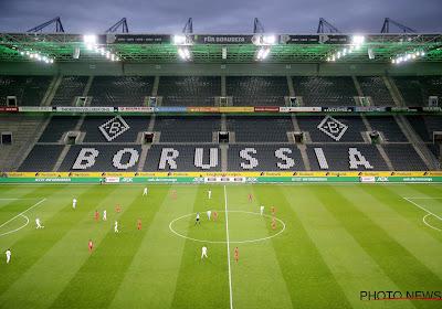 📷 Malgré la fermeture des tribunes, les supporters de Mönchengladbach sont parvenus à encourager leurs joueurs