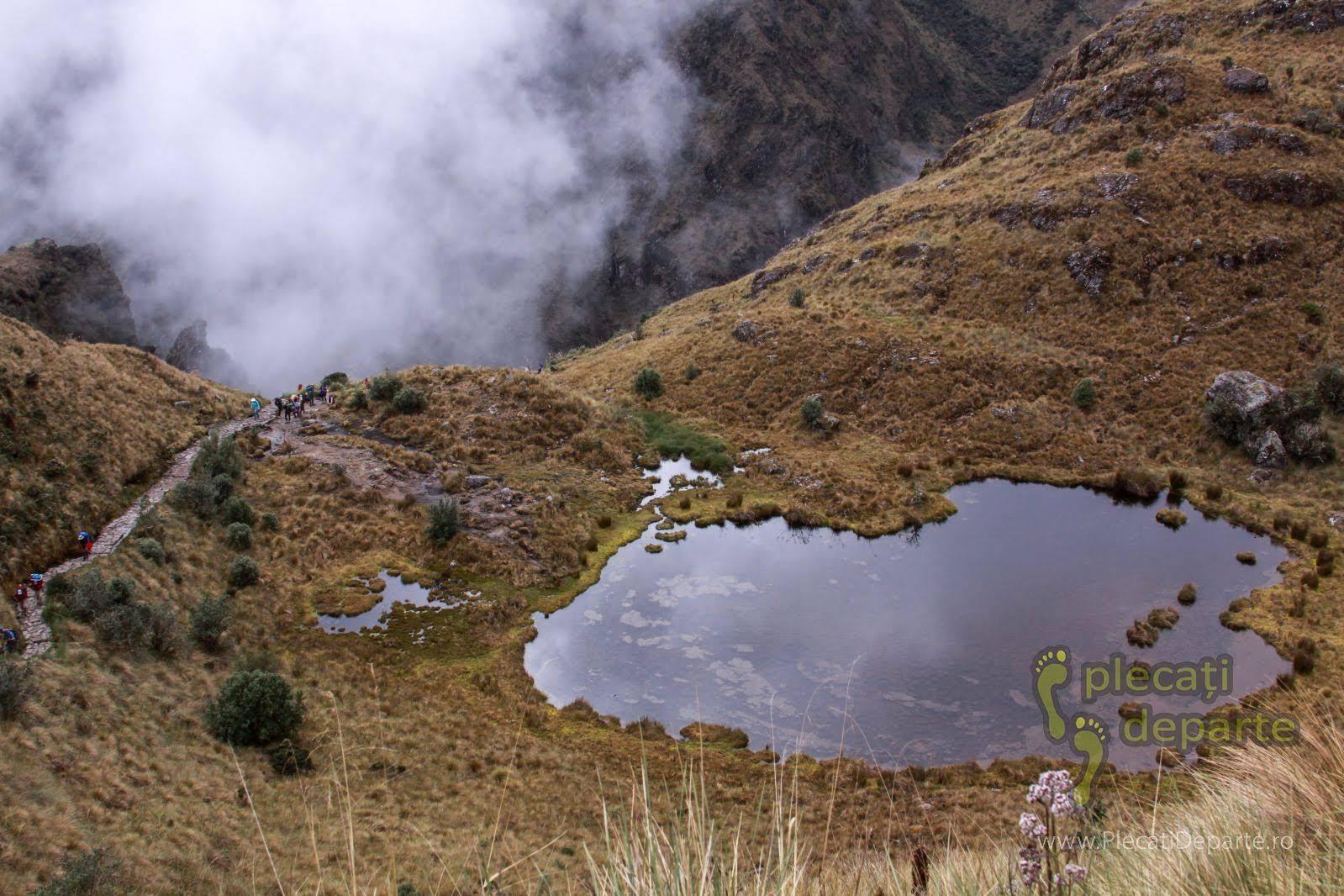 Lac pe munte, pe marginea drumului incas (Inca Trail), in ziua a 3-a spre Machu Picchu
