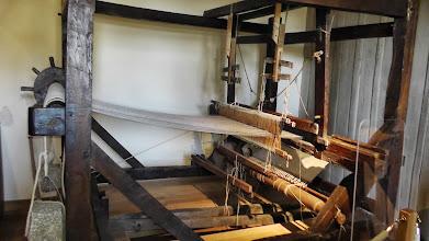 Photo: un métier à tisser, au repos... d'autres ont retrouvé vie