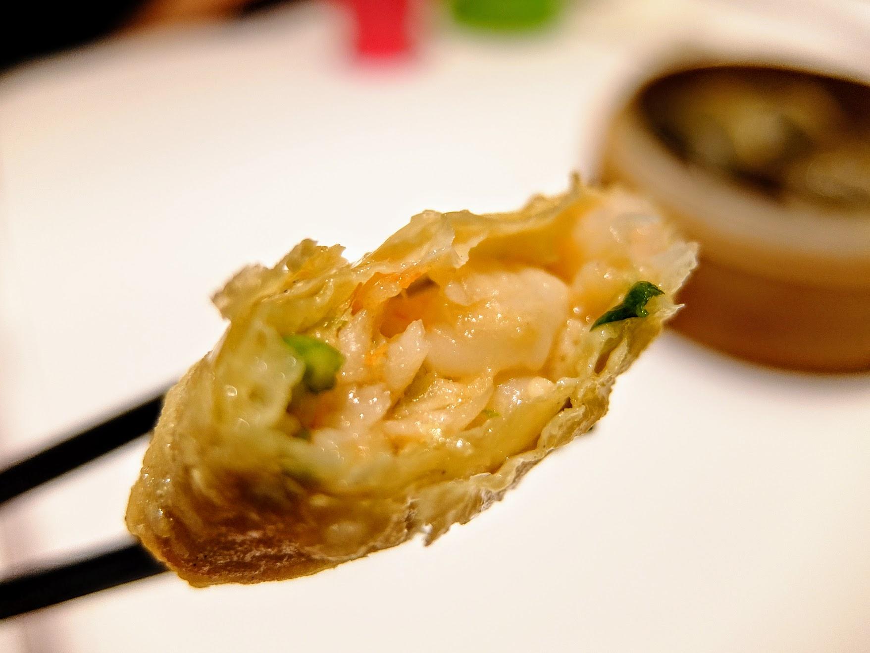 炸物的腐皮卷,裡頭也有著鮮蝦
