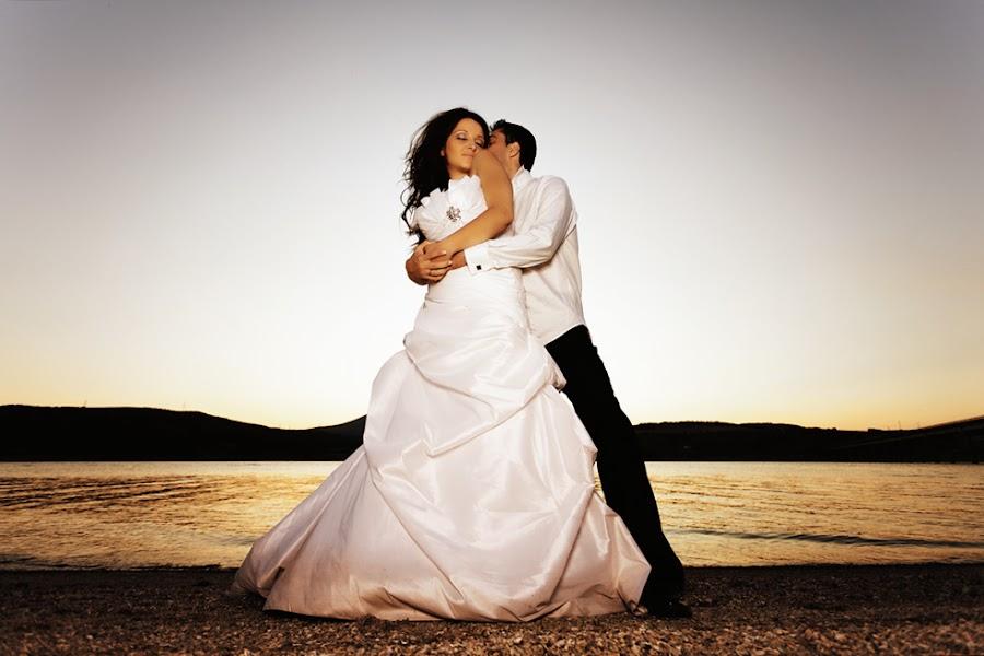 Mary and Bill by Χρήστος Λαμπριανίδης - Wedding Bride & Groom