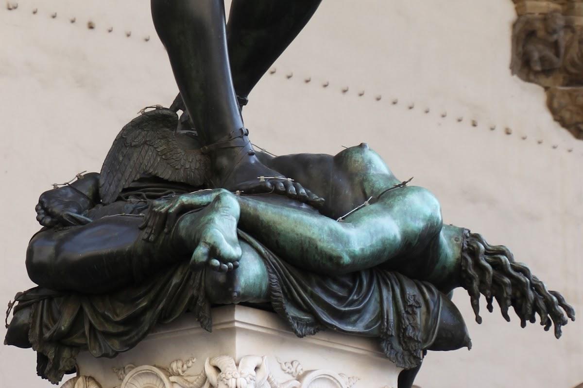 Benvenuto Cellini, Perseo con la testa di Medusa (particolare corpo di Medusa), c. 1554, Loggia dei Lanzi, Piazza della Signoria, Firenze