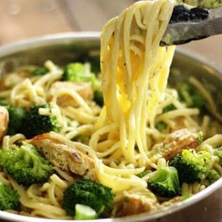 One Pot Skinny Creamy Garlic Noodles.
