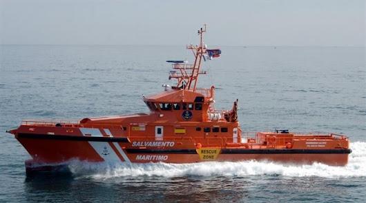 Salvamento Marítimo busca a un bañista arrastrado por la corriente en Roquetas