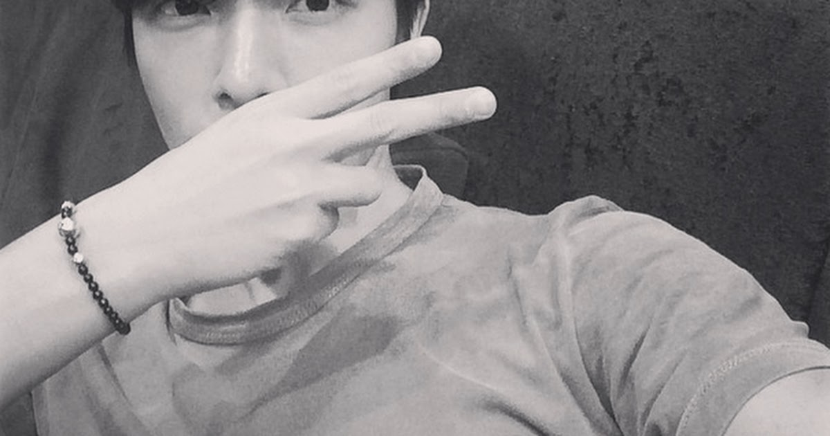 Donghae teases upcoming Donghae & Eunhyuk release with recording day selca