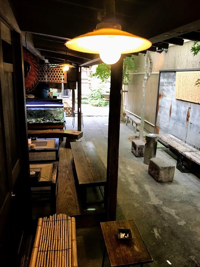 外の喫食スペース