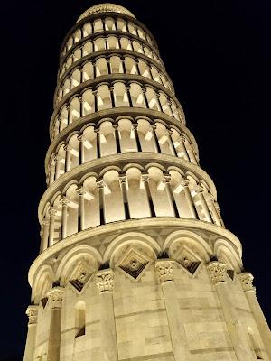 La torre di Pisa superilluminata di Giorgio Lucca