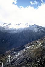 Photo: Cordillera Blanca, zejście z przełęczy Portachuelo de Llanganuco (4767 m.n.p.m.) / Way down from Portachuelo de Llanganuco pass