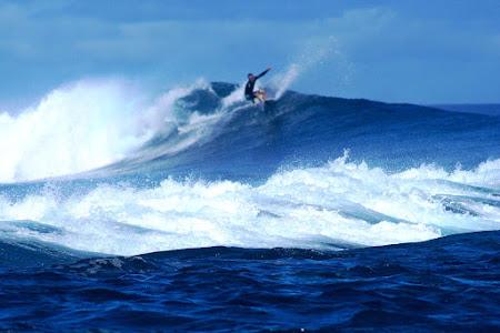 LARS ZEEKAF SURFING