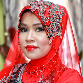 malay women in red by Eadie Norman - People Portraits of Women ( red, malay, norman, eadie, women )