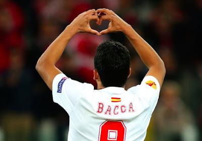 Bacca knalt Sevilla via strafschop naast Barcelona