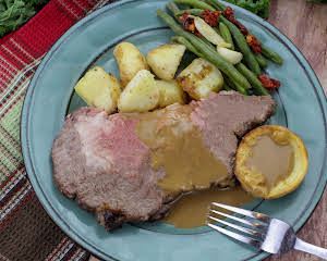 Standing Rib Roast, Potatoes & Yorkshire Pudding