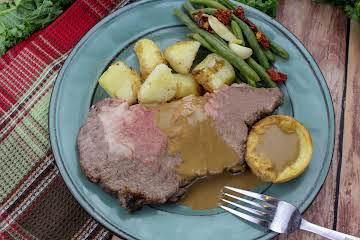 Standing Rib Roast, Potatoes & Yorkshire Pudding