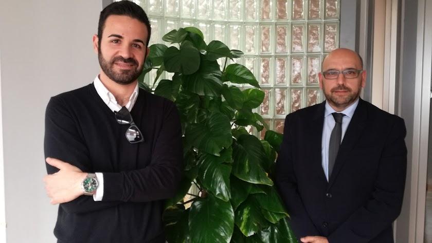 Víctor Pérez con el presidente de ADADE. José Luis García