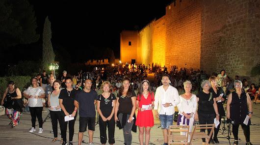 Mil personas disfrutan del Amanecer en la Alcazaba